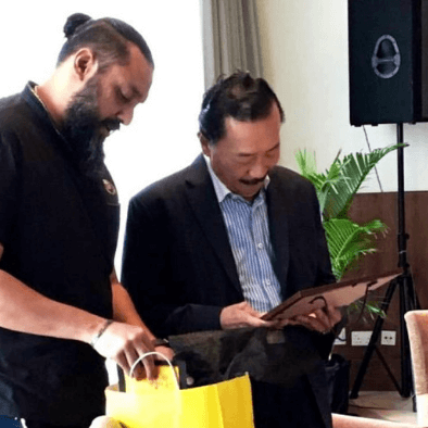 Teacher Raj and Tan Sri Vincent Tan at a meeting